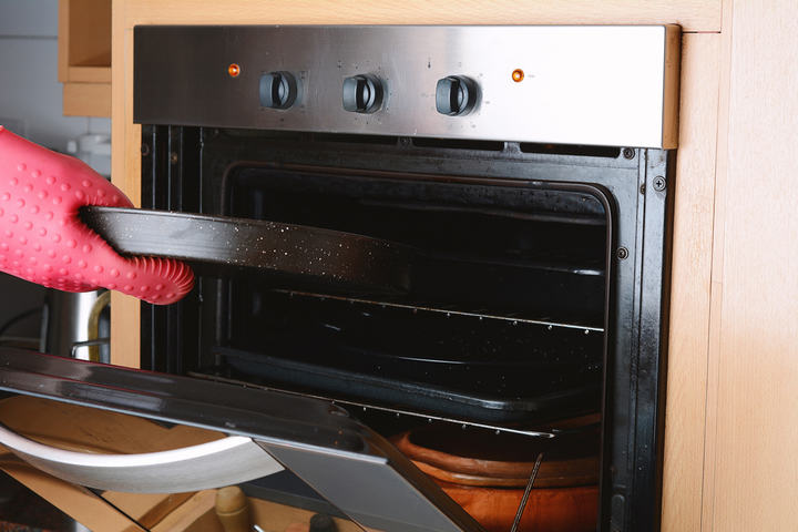 Dark oven without light