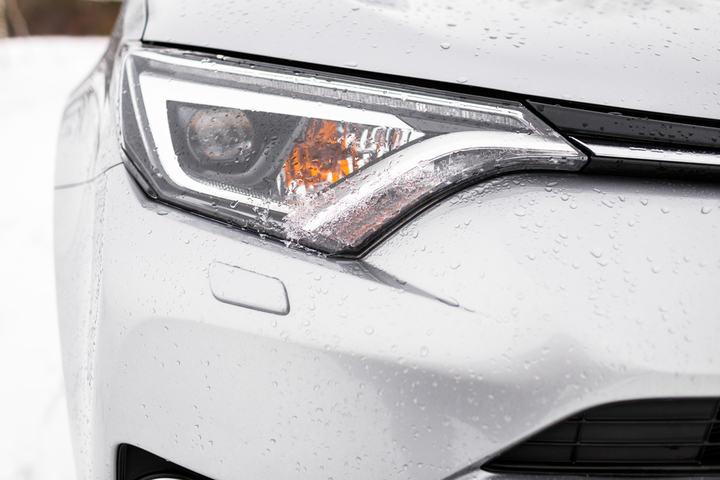 led headlights in rain